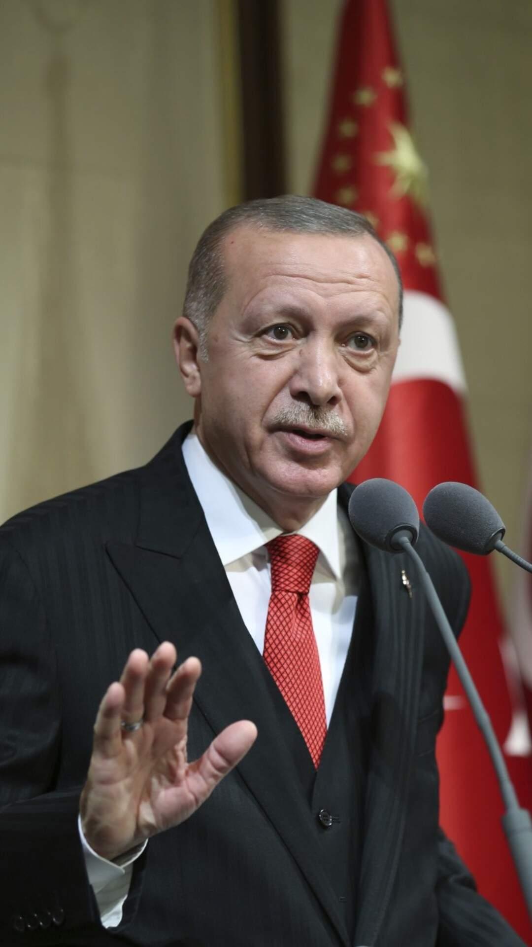 """Cumhurbaşkanı Erdoğan: """"5 zincir market piyasayı alt üst ediyor"""""""